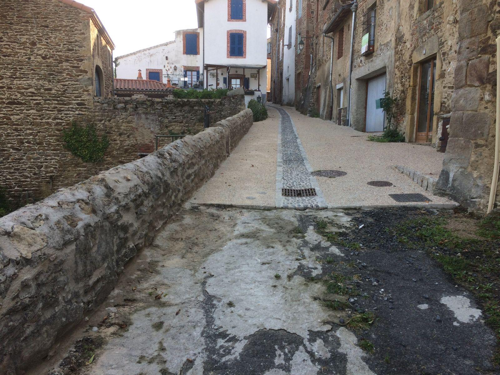 La remise en état du mur de la rue Longue