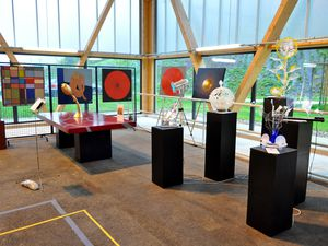 Exposition de peintures et sculptures et visite des écoles en 2014 à Algrange
