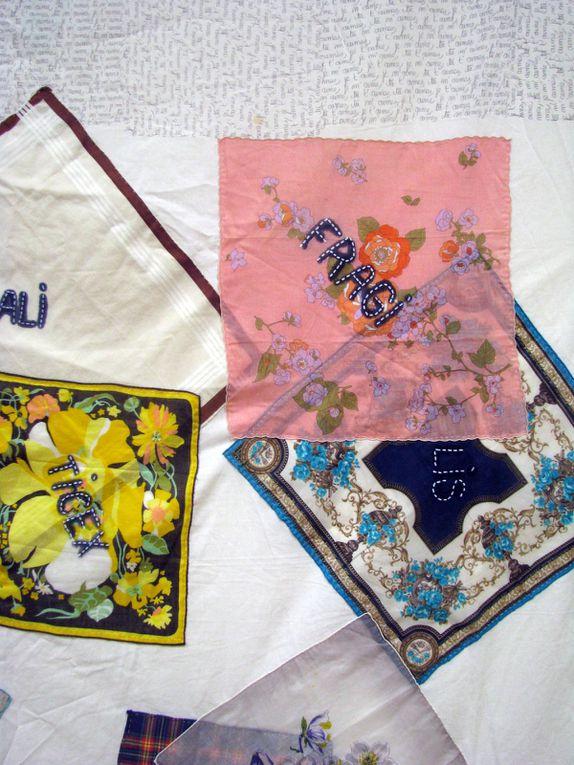 """Vieux drap blanc et vieux mouchoirs : 200/220 CM. Techniques mixtes, photos + Mots """"magiques""""..."""