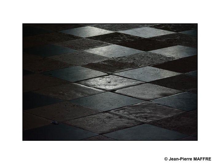 De la cathédrale à l'église la plus modeste chaque édifice propose, selon les moments de la journée, une palette changeante de couleurs.