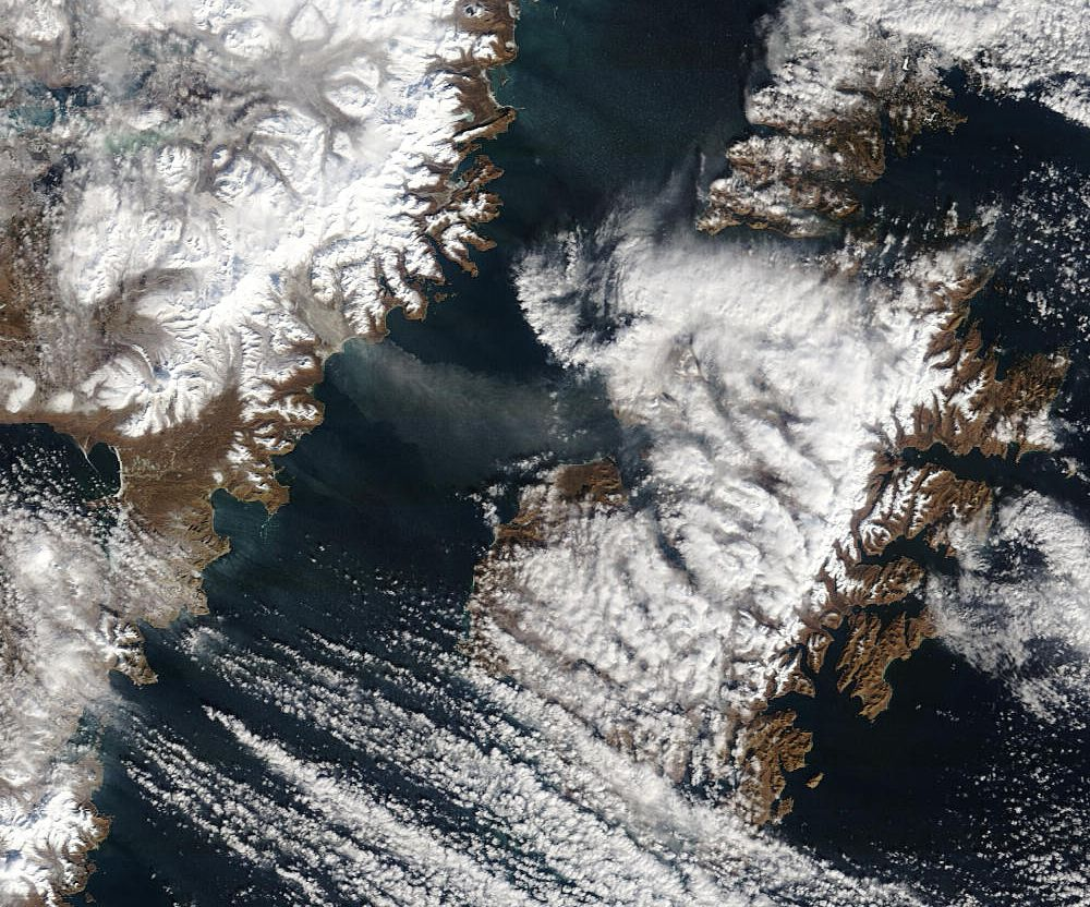 Katmai - re-suspended by the winds of the ash of the Katmai lower river - AVO - image Modis rapid response team 12.03.2015