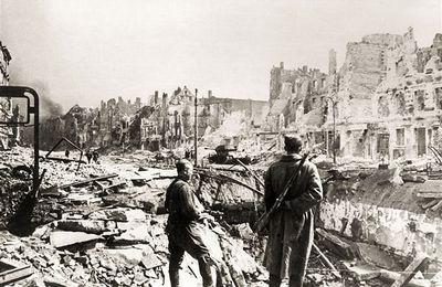 Dans les ruines de Berlin (histoire-image.org)