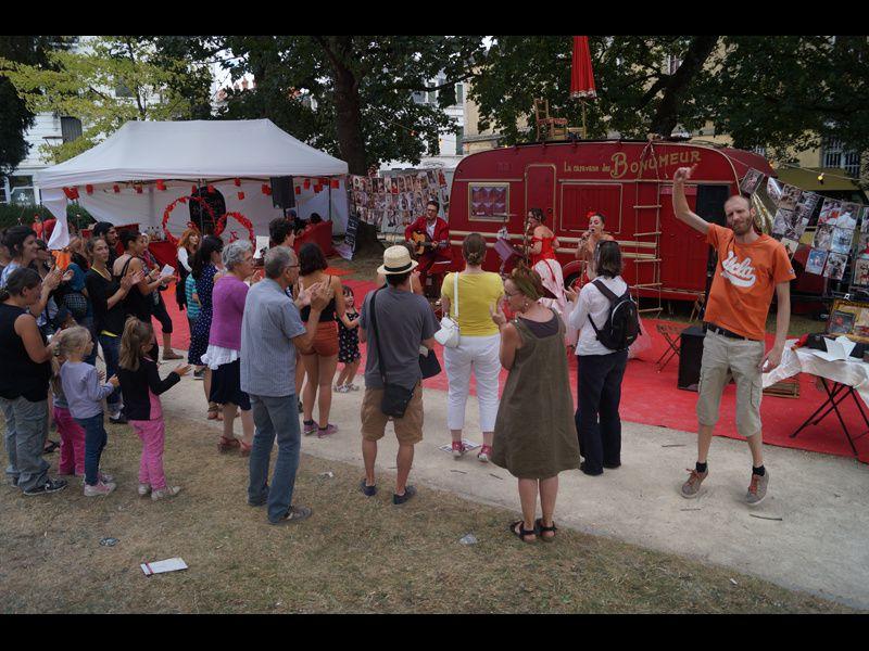 Les Bonumeur, leur p'tit bal et le festival Chalon dans la rue