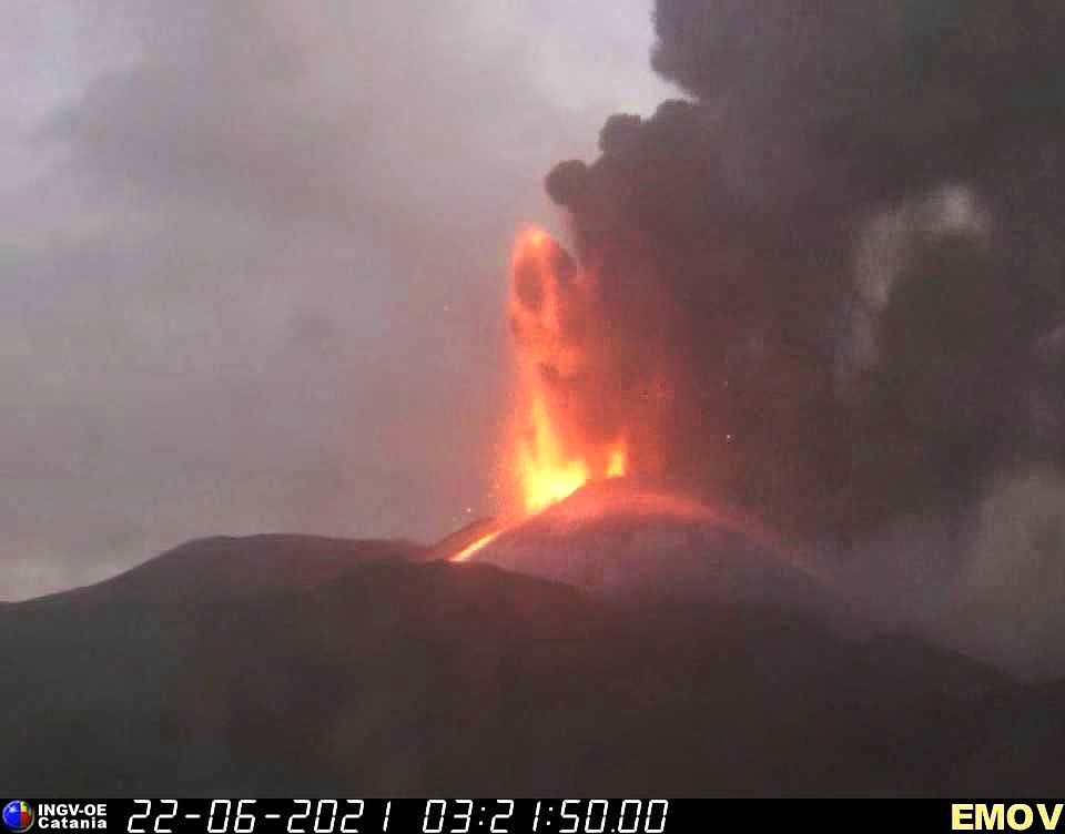 Etna SEC - 06.22.2021 / 03:21 - INGV EMOV webcam