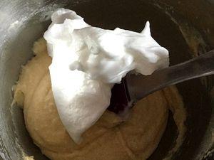 Gâteau à la purée de poires et amandes