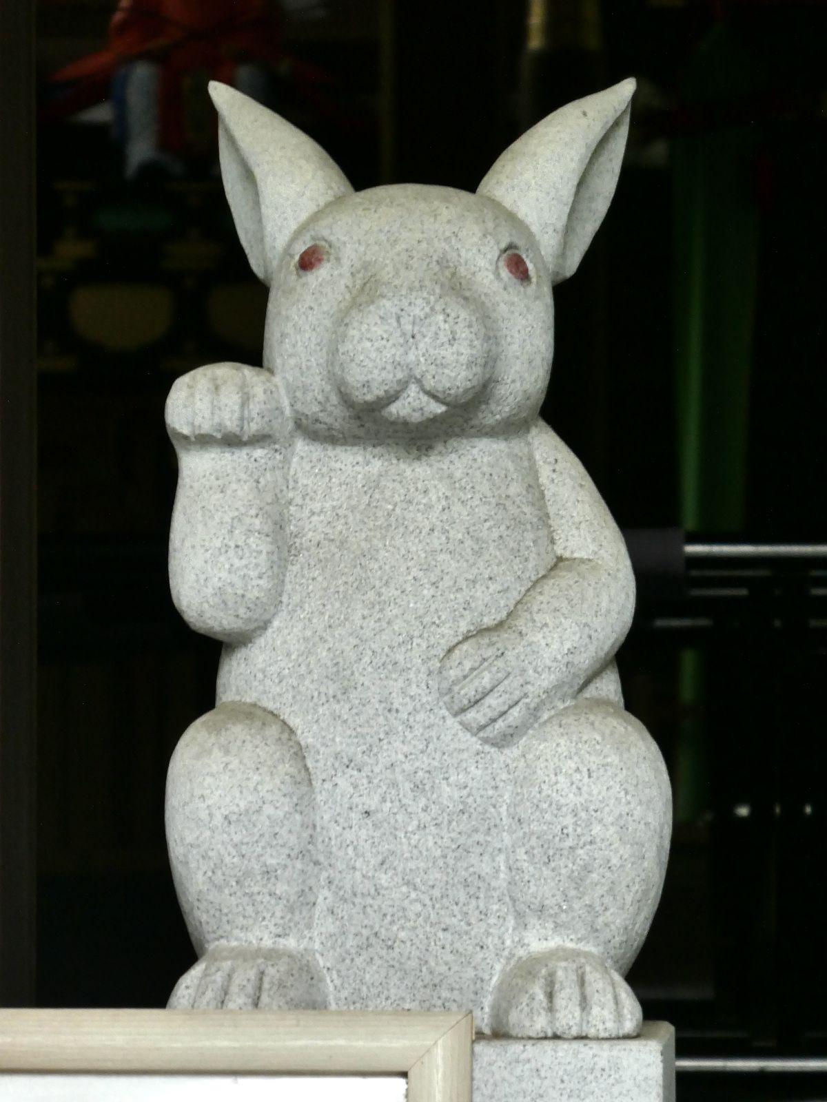 Kyoto: Okazaki Jinja 岡崎神社, le petit sanctuaire des lapins