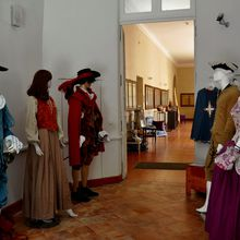 Question : Comment étaient habillés les ébénistes au 14e siècle ?