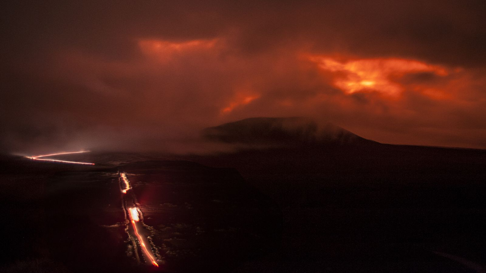 Piton de La Fournaise - upon arrival on the volcano, the atmosphere takes shape - photo © Thierry Sluys 12..04.2021