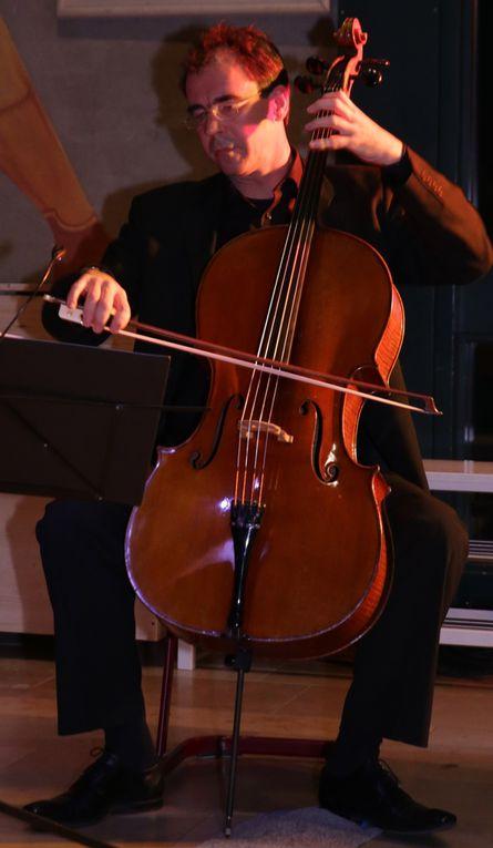 Uwe Schachner (Violoncello) studierte bei Xenia Jancovic und Julius Berger, ist Lehrer an der Berufsfachschule für Musik in Bad Königshofen.