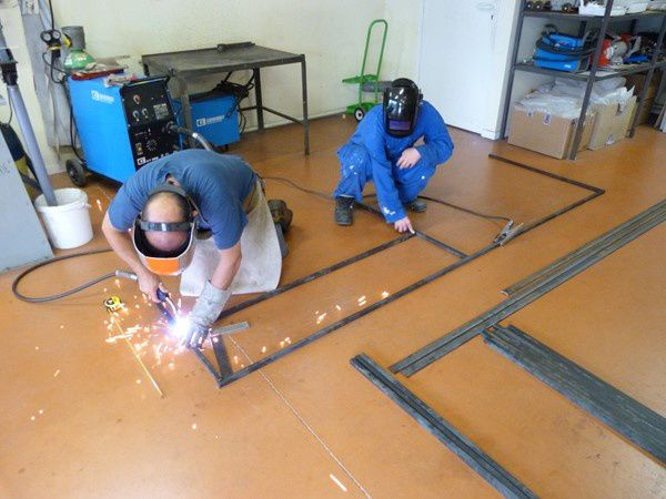 les jeunes de l'atelier fer, partenaires de la commune de Marmanhac