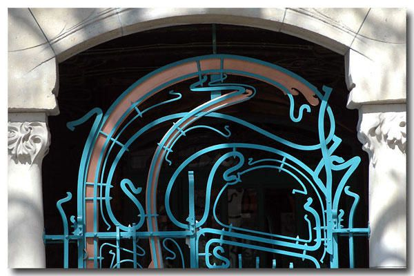 "<p><strong>Castel Béranger, Hector Guimard, Paris<br /></strong><a href=""http://www.maitrepo.com/article-6424810.html"" target=""_blank""><em><strong>-> Lire l'article associé</strong></em></a></p> <p></p>"