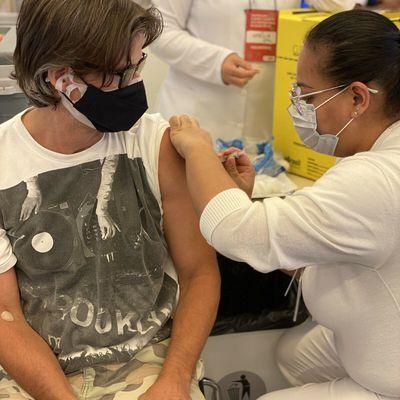 Le spectre du confinement et la difficulté de la vaccination