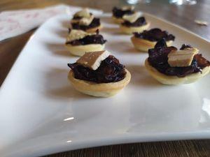 Tartelettes aux oignons confits et foie gras