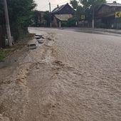 VIDEO Inundații pe DN1, la Bușteni. S-a reluat traficul