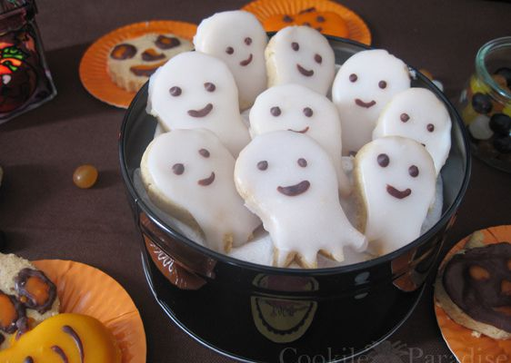 Ghost, pumkpins and witches...Biscuits halloween, boo !