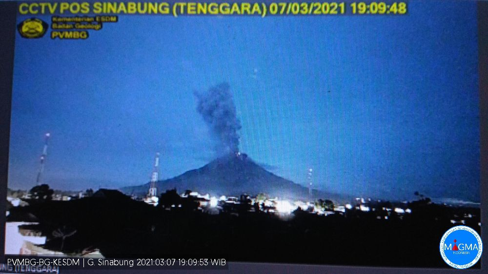 Sinabung - the eruptive plume of 07.03.2021 / around 7 p.m. - sources: Rizal and PVMBG