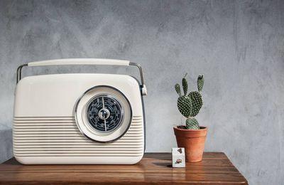 Moins d'écrans : et si on réécoutait la radio ?