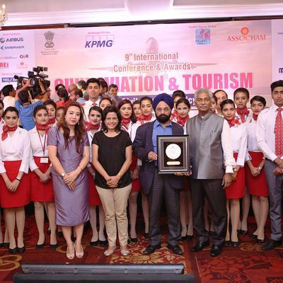 Frankfinn felicitated with the 'Best Air Hostess Training Institute – 2016' Award