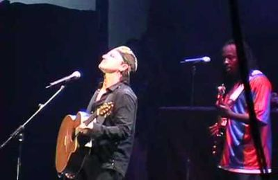 Bono and Wyclef Jean sing Sunday Bloody Sunday