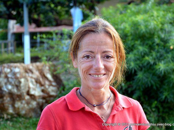 Equitation en Nouvelle-Calédonie avec l'inusable Adeline Quesnel monitrice à l'Etrier