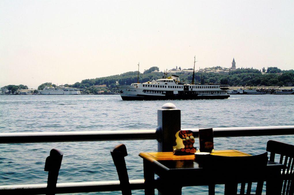 Istanbul et quelques yalis ( résidences au bord de l'eau ).