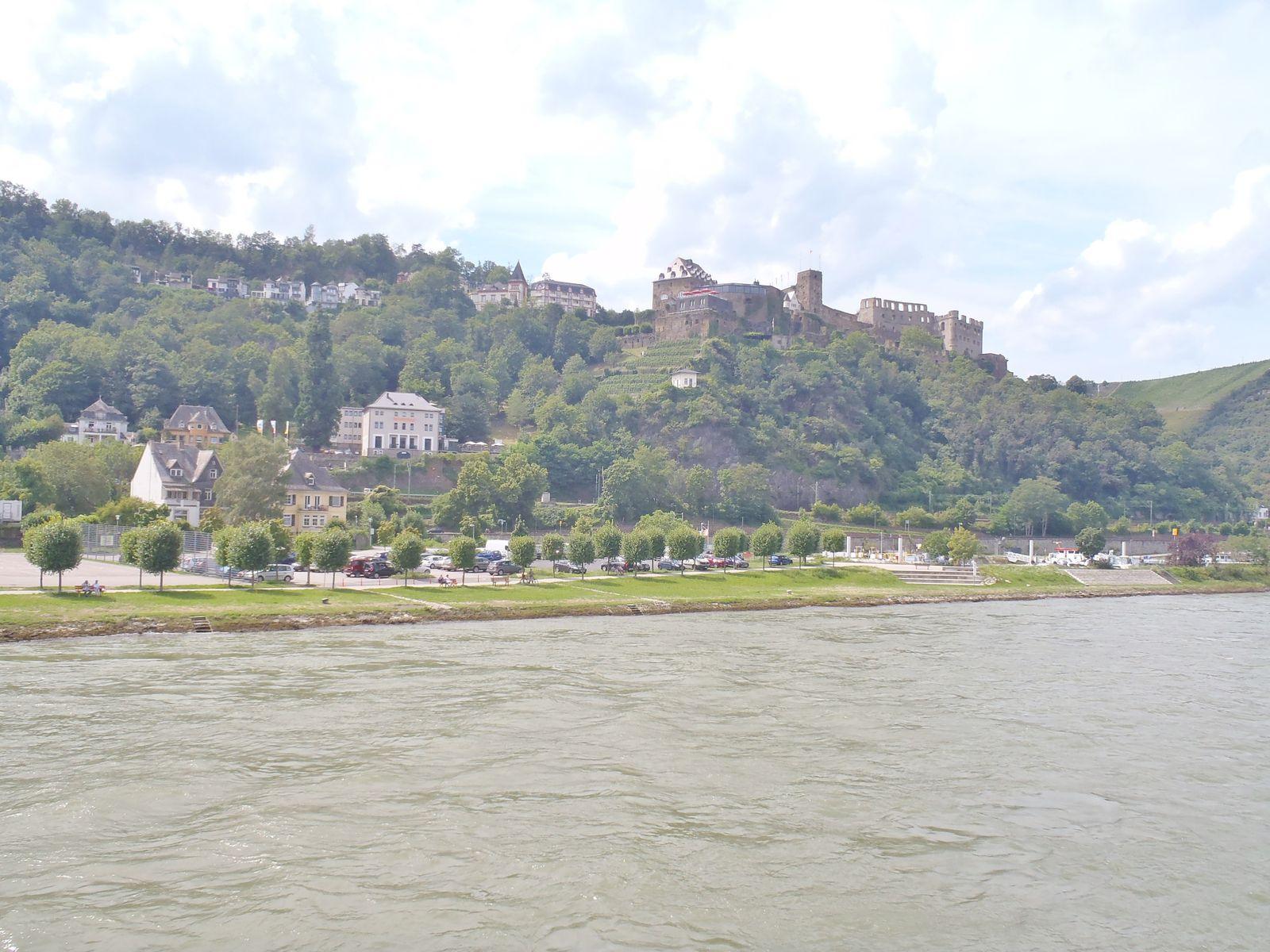 Mit dem Schiff auf dem Rhein von Köln bis Basel