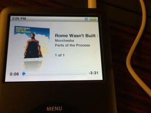 Quand tu pars à Rome, tu écoutes ...