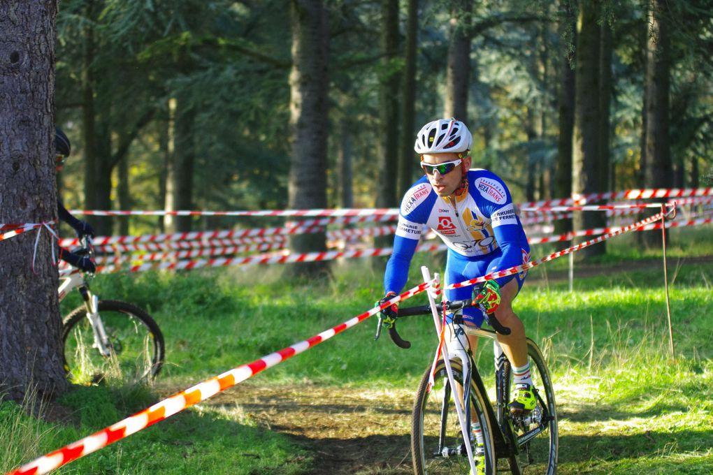 On prends les mêmes de la saison dernière  sur le podium 2015  du cyclo-cross de l'ACMV