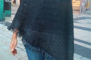 Facile à tricoter, le poncho asymétrique