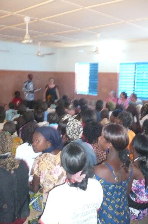 Présentation de l'Evangile au travers des 5 tableaux, chants, repas de Noël et distribution de 30 Bibles