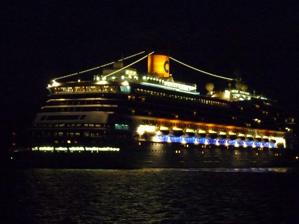 COSTA MAGICA , arrivant de nuit a Toulon , et se dirigeant vers la Seyne sur Mer le 27 octobre 2015
