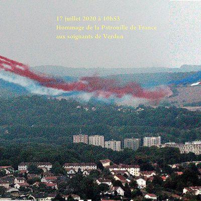 L'hommage de la patrouille de France aux soignants de l'hôpital de Verdun...