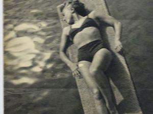 Itsi bitsi petit Bikini™ :  Déjà en 1935 sur les bords de la Marne  ... Un vêtement de loisir plébéien par excellence dés le milieu des années 30 .