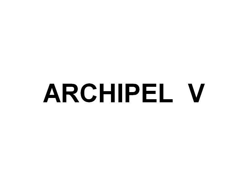 ARCHIPEL  V , dans le port de la Tour Fondue sur la presqu'ile de Giens (Var) transport de fret et passagers entre le continent et l'ile de Porquerolles et les iles du levant , le 02 juillet 2016