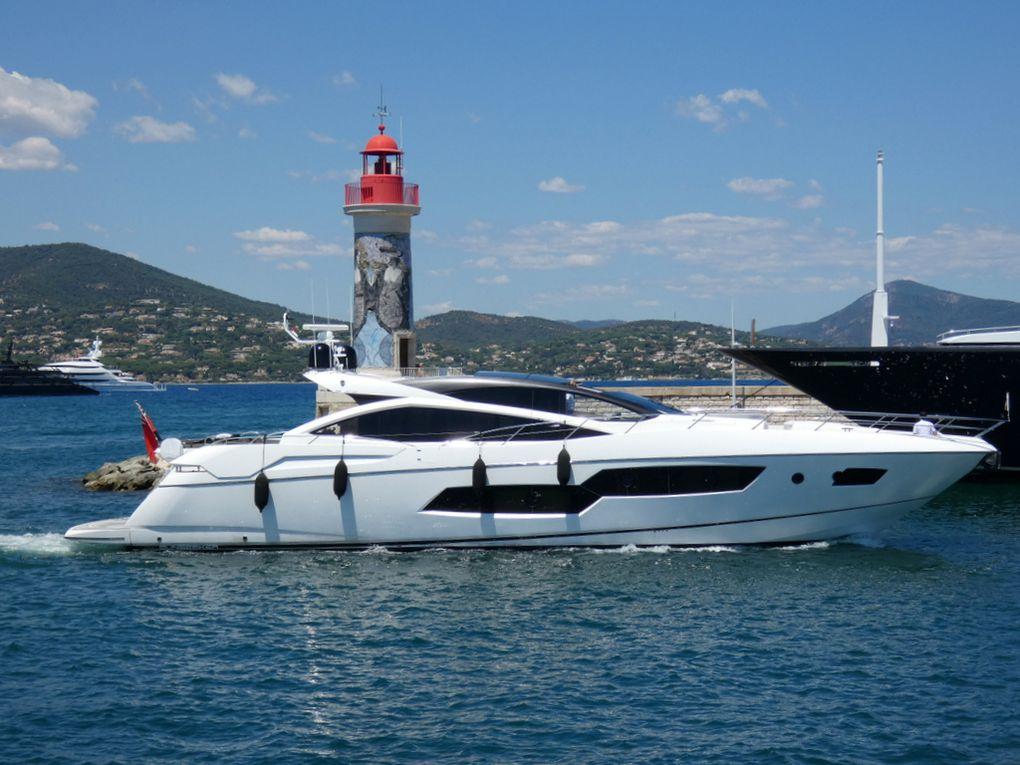 SKY FALL , entrant dans le port de Saint Tropez le 16 aout 2019