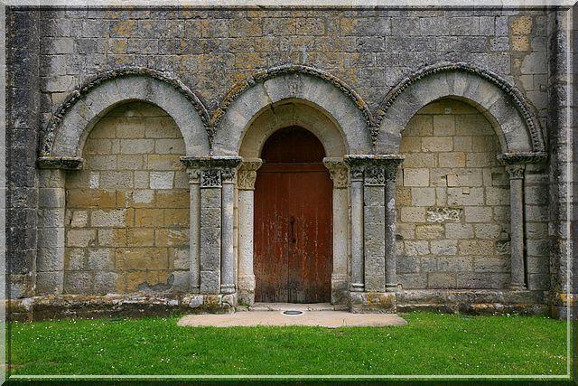 Diaporama église fortifiée de Touvre