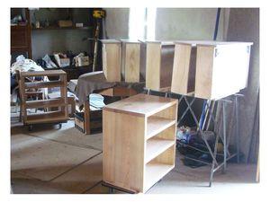 à l'atelier : assemblage des caissons, intérieur des tiroirs en  peuplier massif