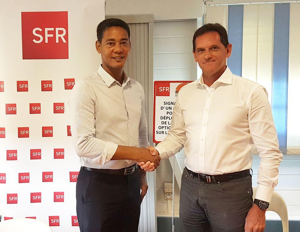 À gauche : Fred Michel TIRAULT (Maire du St-Esprit) / A droite : Frédéric HAYOT (DG de SFR Caraibe)