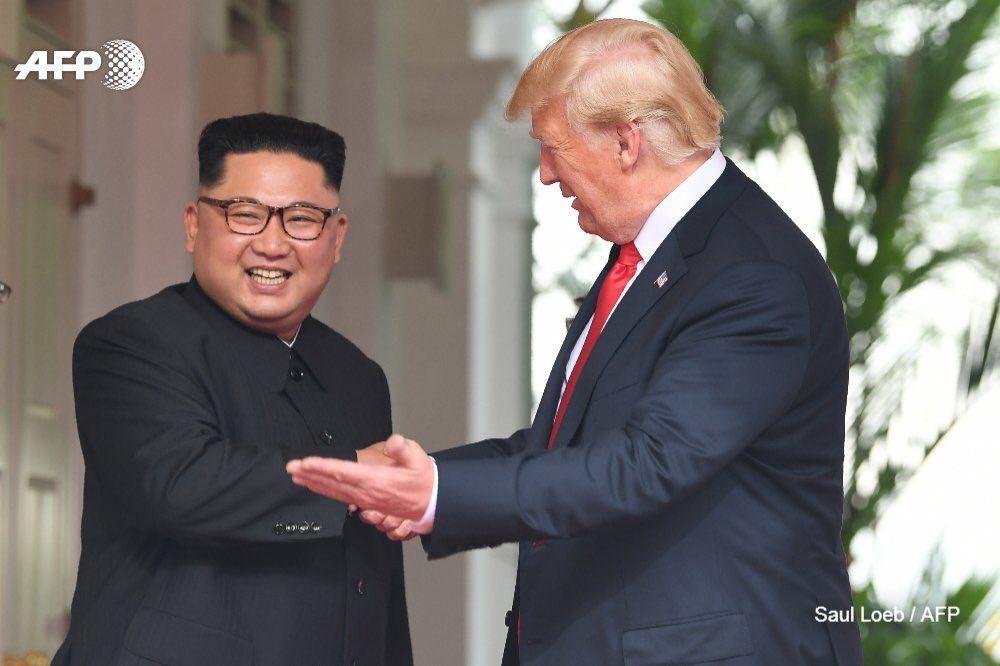 Sommet historique: Kim Jong-un et Donald Trump signent un document commun