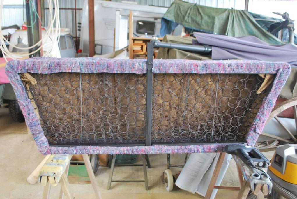 crédit photos - alain Chaussade : réfection de la banquette de cabine sur chassis d'origine