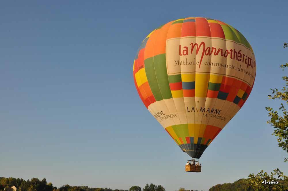 En ce dimanche après-midi 27 septembre 2009 sur l'ancien terrain d'aviation derrière l'Espace Claude Parisot, baptêmes de montgolfières.  Puis en ce 26 juin 2010 vol en montgolfière au départ du Monument Américain de Belleau.