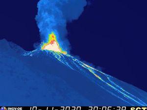 Stromboli - explosion majeure 10.11.2020 / 20h04 UTC - webcam SCT / INGV-OE - un clic pour agrandir