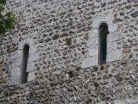 La tour-clocher romane de Montaure (XIe siècle) et ses belles baies géminées (clichés d'Armand Launay, mai 2013).
