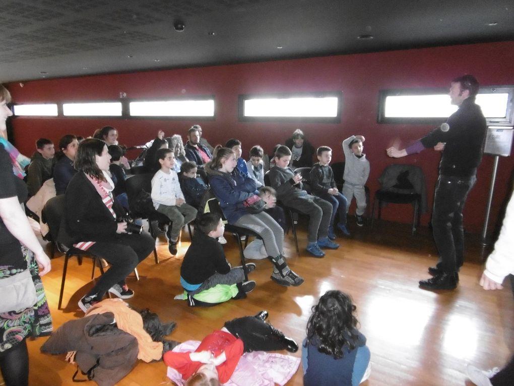 Accueil en lecture, accueil au théâtre, présentation de l'oeuvre de Nicolas Tourte et petite visite du théâtre