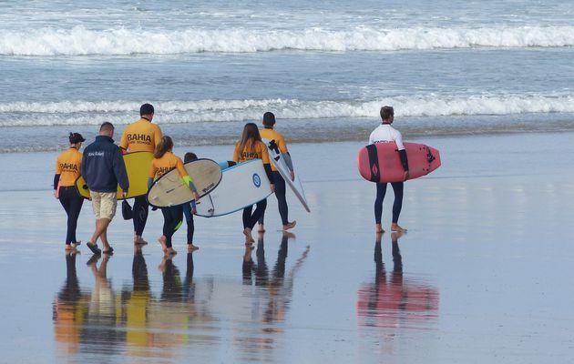 Départ pour le surf aux Sables d'olonne