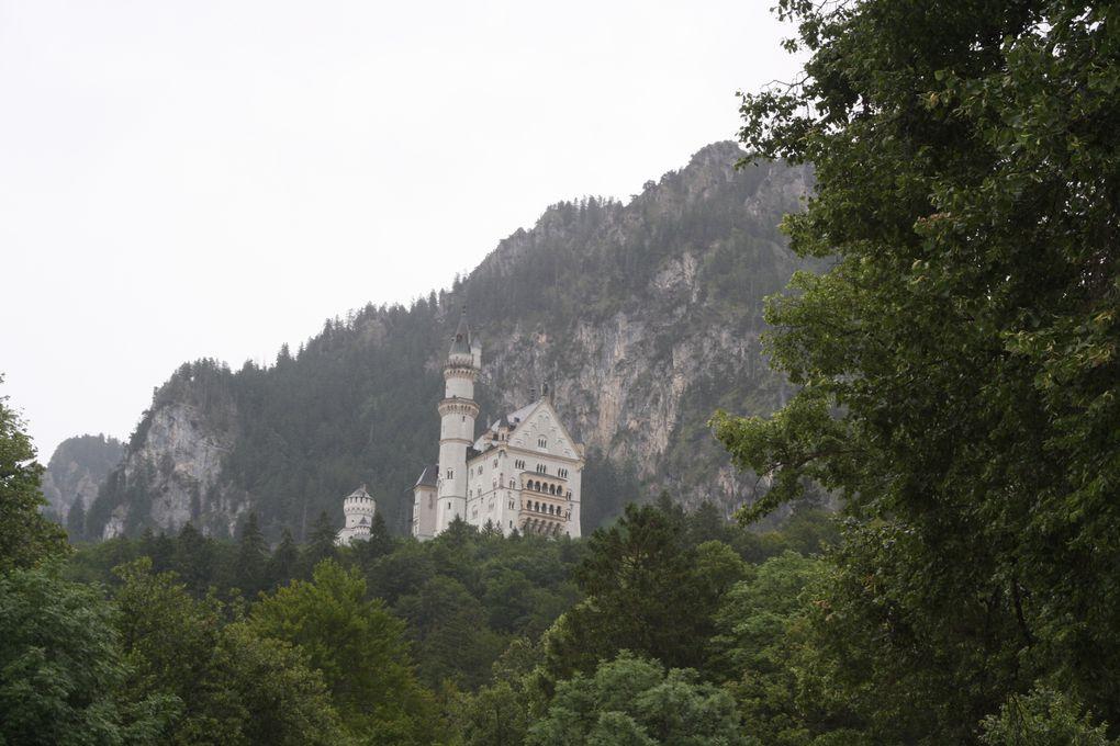 Photos prise à Munich et dans ses proches environs au cours des deux semaines de vacances passées cette année de l'autre côté du Rhin, que nous avons franchi pour la première fois. Le temps plutôt pluvieux se traduit par les vues prises dans l