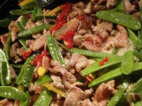 Porc Sauce Piquante aux Pois Gourmands & Riz Cantonnais