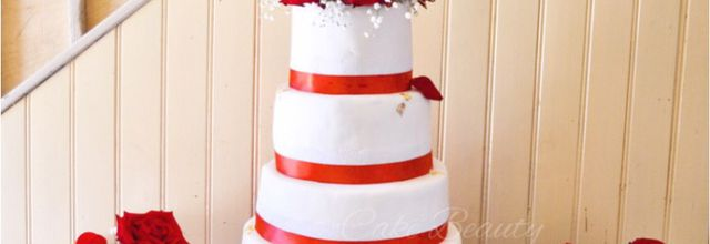 Wedding Cake Rouge et Blanc - Chic & Classe