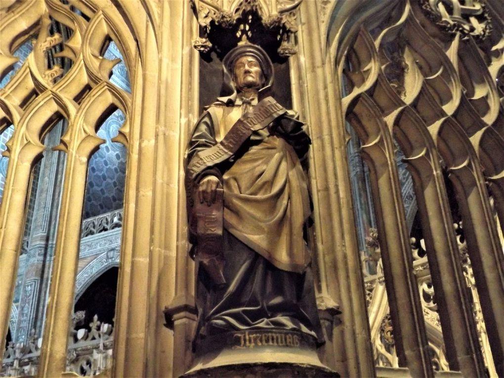 La remarquable statuaire du déambulatoire