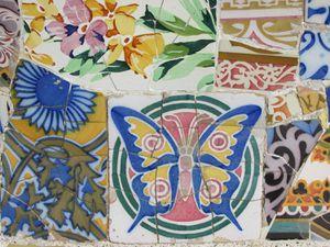 La maison de Gaudi et les faiences colorées.